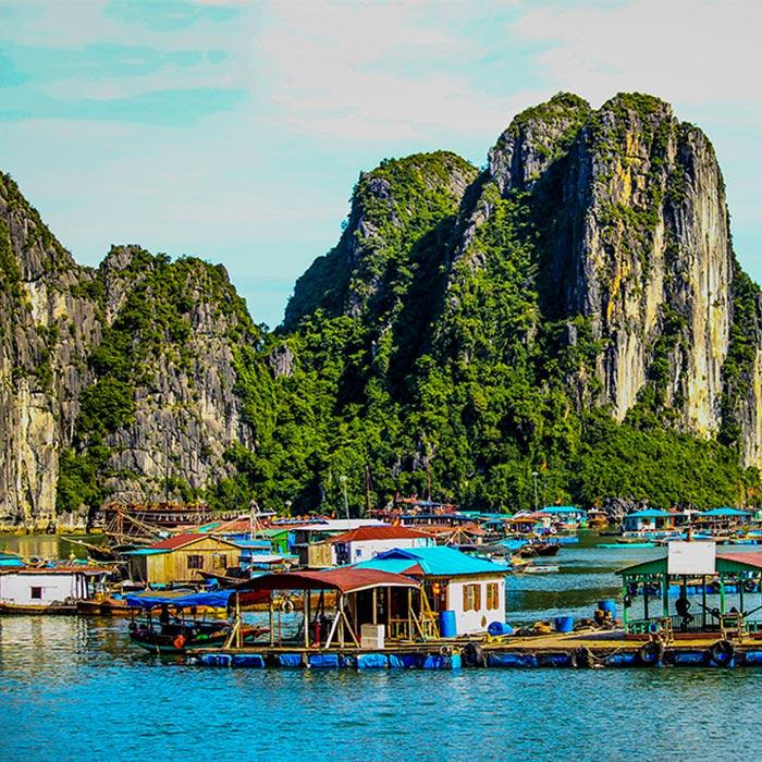 Vietnam, Baie Halong, marché flottant