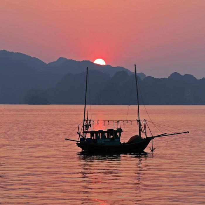 Vietnam, baie halong, bateau pêche