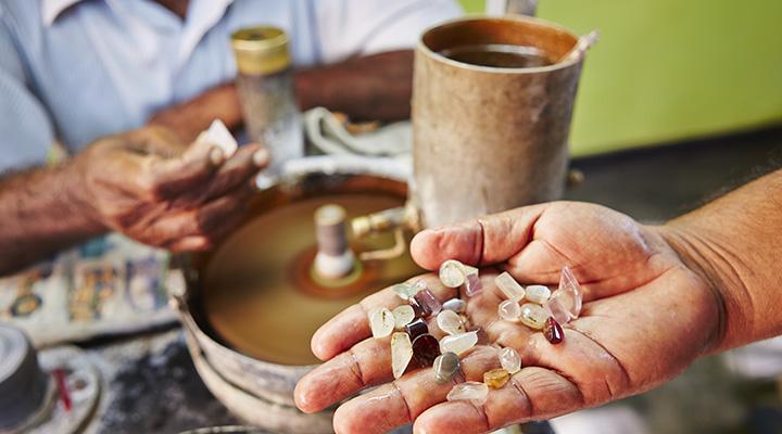Fabrication de bijoux au Sri Lanka